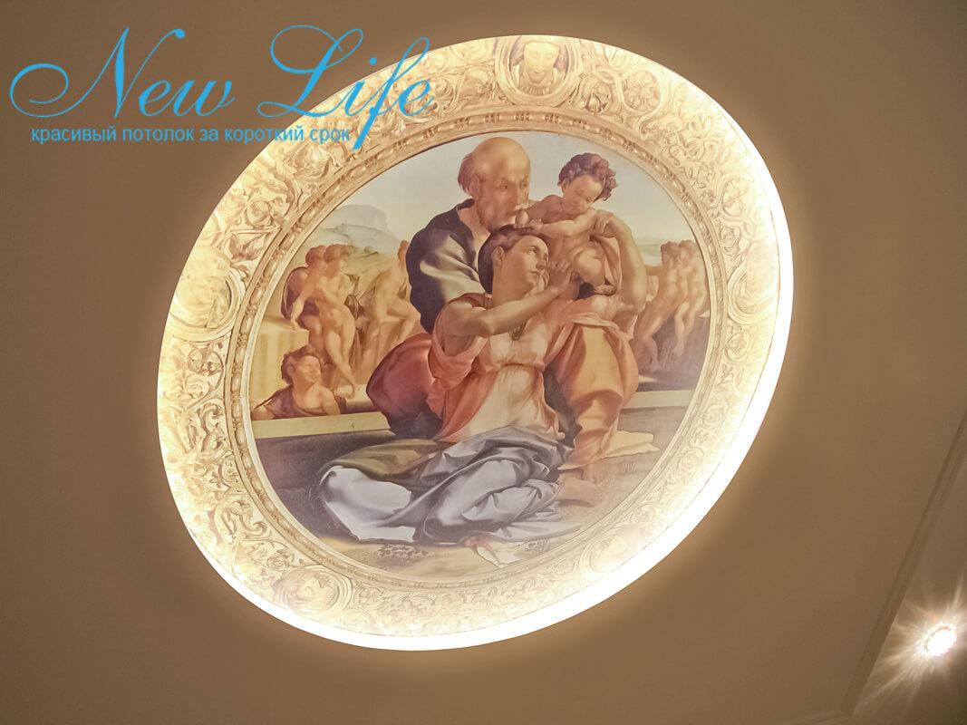 Натяжной потолок с арт-печатью и светодиодной подсветкой по периметру круглой формы в составе многоуровневого