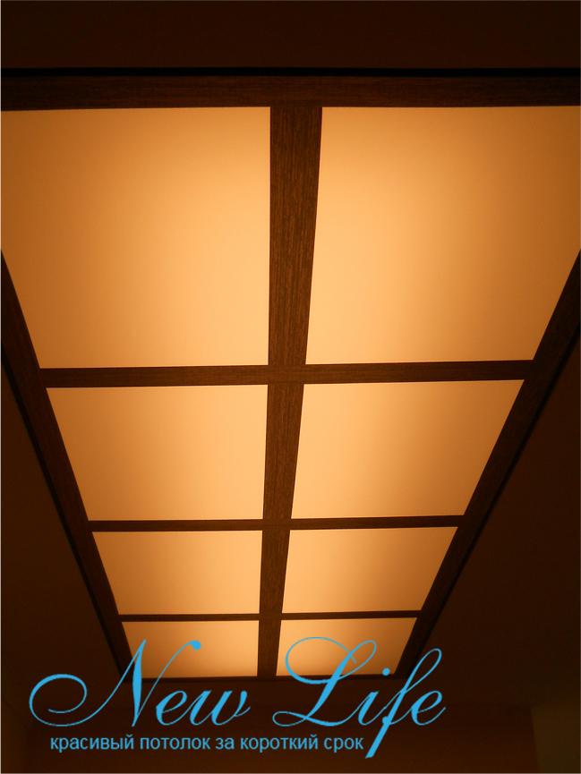 Потолок с арт печатью на опале, подсвеченный тёплым светом