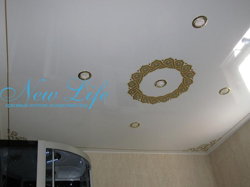 Фотопечать на лаковом (глянцевом) натяжном потолке- орнамент в ванной