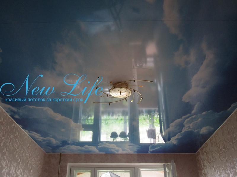 Фотопечать на лаковом (глянцевом) натяжном потолке - небо в команте