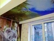 Объединение арт потолка и обоев в интерьере
