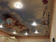 Фотопечать на натяжном потолке изображения ангелов, резвящихся в небе с авторской обработкой для интерьера в викторианском стиле