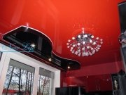 Двухуровневый натяжной потолок из лаковых (глянцевых) цветных полотен
