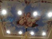 Матовый натяжной потолок с фотопечатью и встроенными светильниками