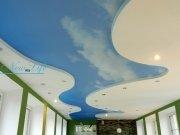 Многоуровневый натяжной потолок из матовой фактуры с фотопечатью