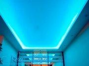 Двухуровневый натяжной потолок со светодиодной подсветкой по периметру