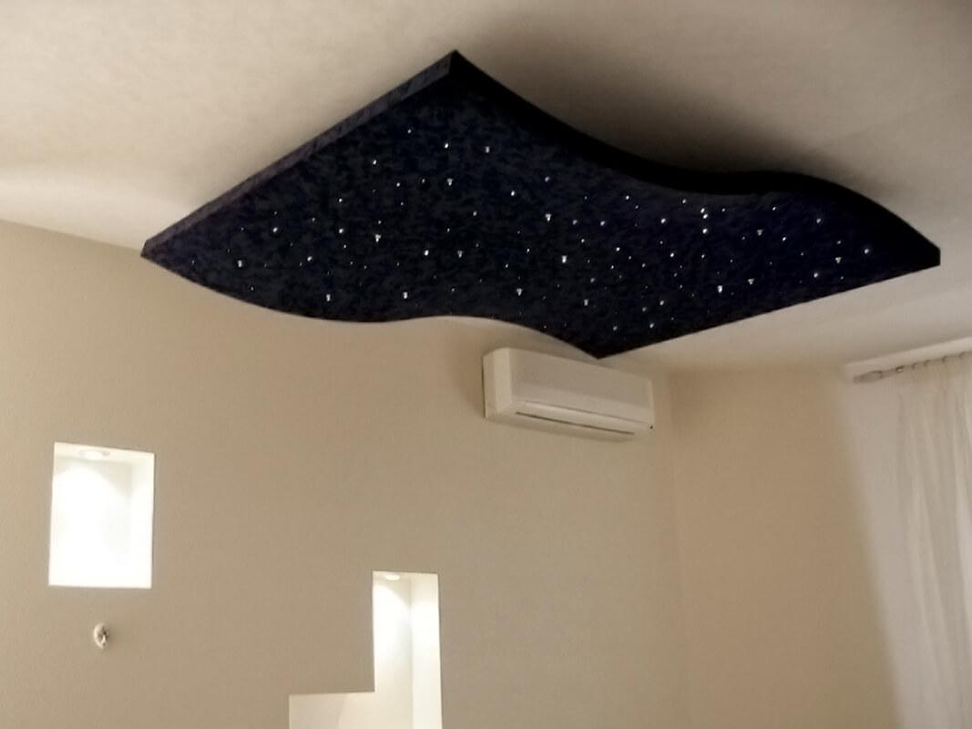 Натяжной потолок Звездное небо в составе двухуровневого потолка нестандартной конструкции