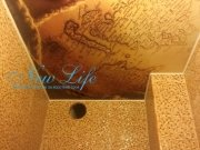 потолок с арт печатью в ванной