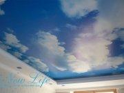 Арт печать Небо в составе двухуровневой конструкции натяжного потолка