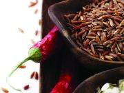 Разные сорта риса и красные перцы в кулинарной композиции, изображение 4