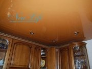 сочетание цвета лакового потолка и цвета мебели