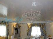 Белый лаковый(глянцевый) натяжной потолок в зале