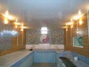 Лаковый (глянцевый) белый натяжной потолок в бассейне