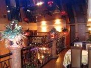 Лаковый (глянцевый) синий натяжной потолок в ресторане