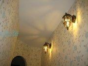 Матовый белый натяжной потолок в коридоре