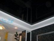 Многоуровневый натяжной потолок из гипрока и черного лакового полотна