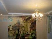 Многоуровневый натяжной потолок из матовой фактуры с люстрой на крючке в комнате