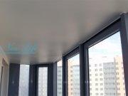 Сатиновый белый натяжной потолок на балконе