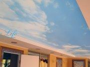 Арт печать небо на фактуре Опал полупрозрачный с горящей светодиодной подстветкой за потолком